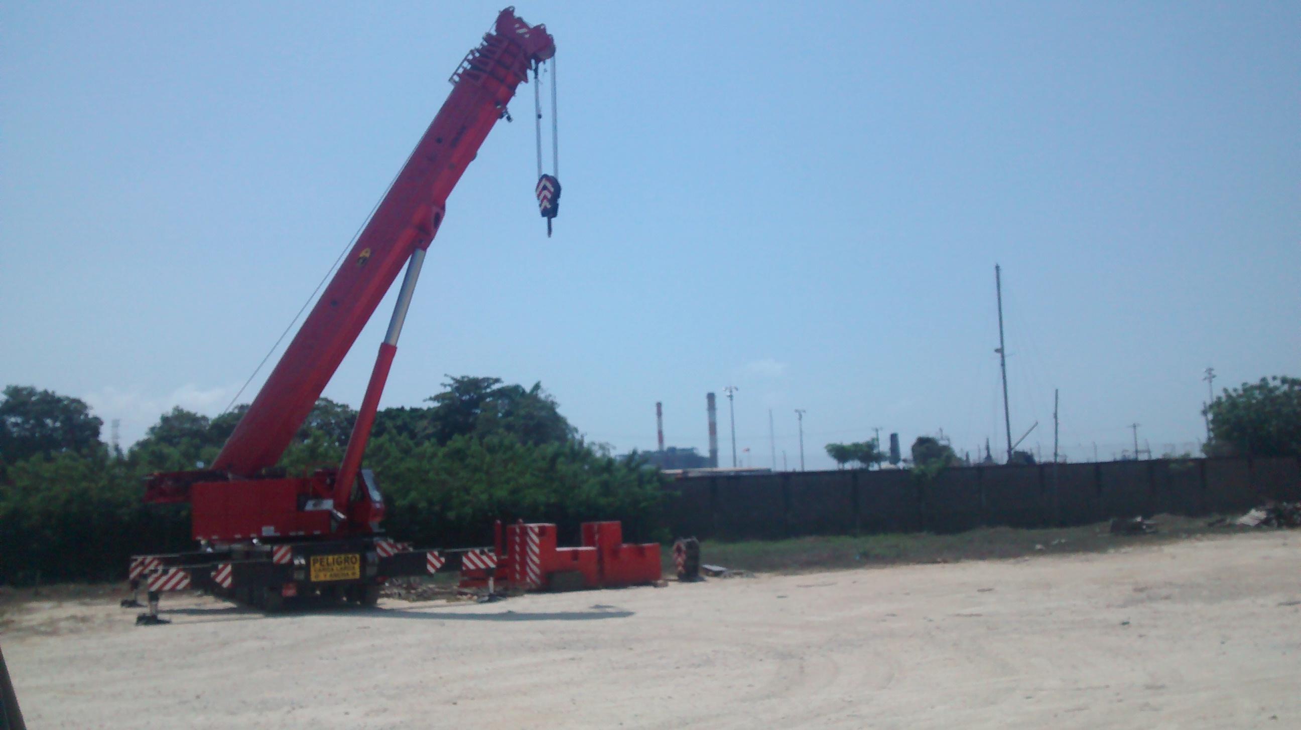 Telescopic Crane 200 Ton : Latest tecnology equipment